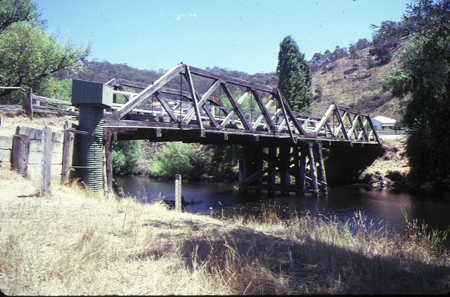 1 hinnomunjie bridge omeo side view feb1985