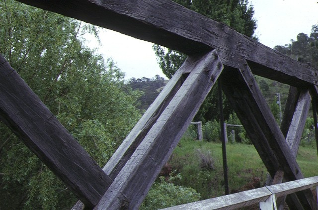 hinnomunjie bridge omeo detail of wooden beams