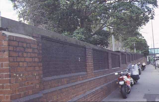 1 flinders street extension retaining wall street view mar1999