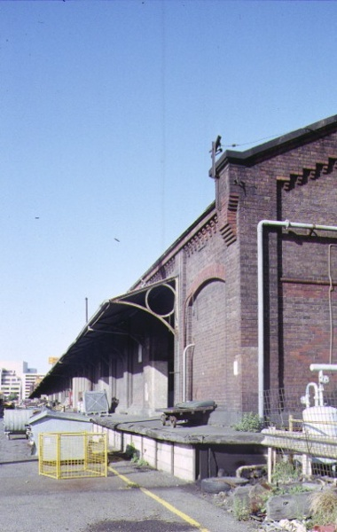 number 3 goods shed & offices flinders street extension melbourne side view