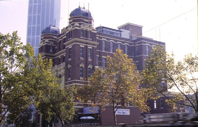 1 post 1994 former queen victoria hospital tower & perimeter fence lonsdale street melb front corner view may1998