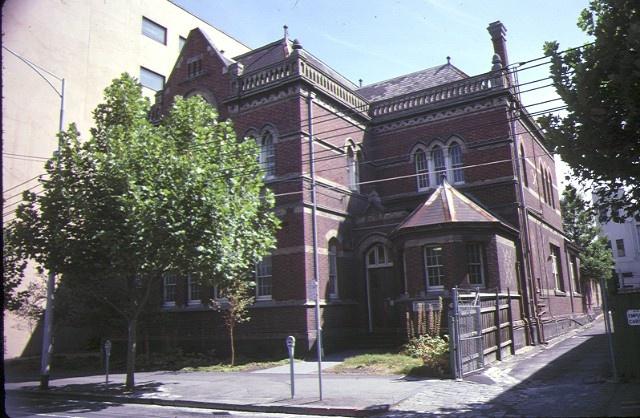 former primary school number 2365 queensberry street carlton front corner view feb1985