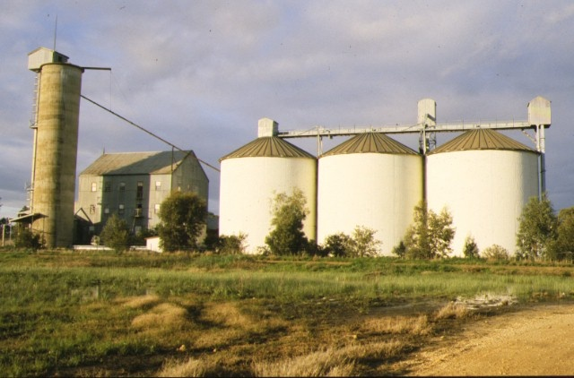 1 former wimmera flour mill & silo complex gibson street rupanyup silos side view