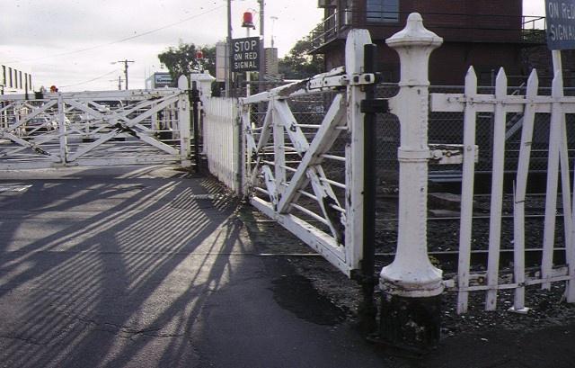 1 interlocked railway crossing gates anderson street yarraville closed interlocked gates apr1994
