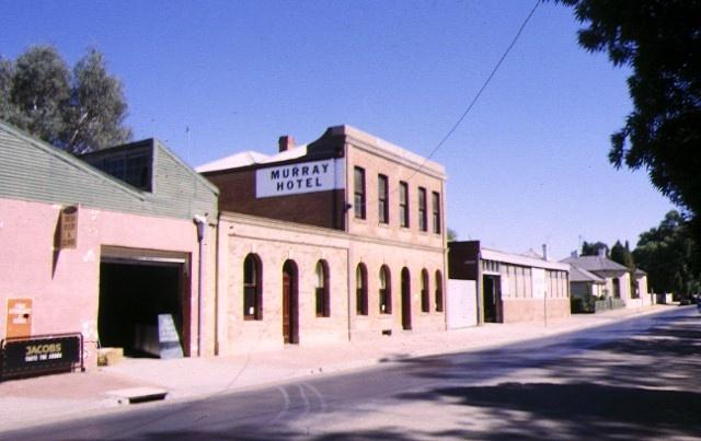 1 former murray hotel echuca streetscape 1998