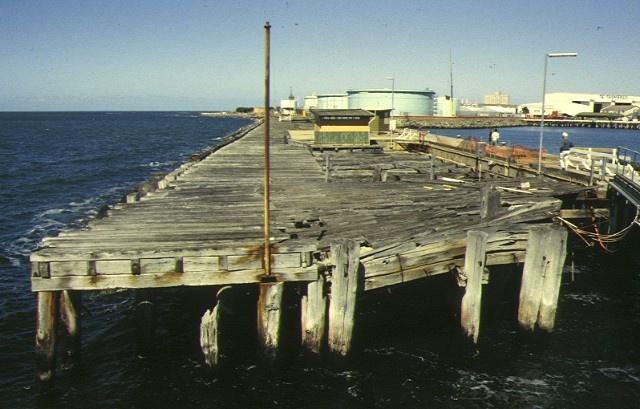 1 gellibrand pier & breakwater pier point gellibrand williamstown breakwater pier dec1994