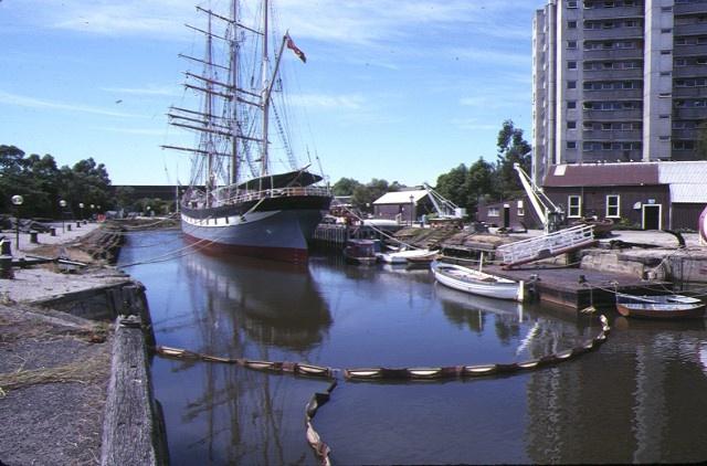 1 duke & orr's dry dock lorimer street south melbourne dock entrance jan1989