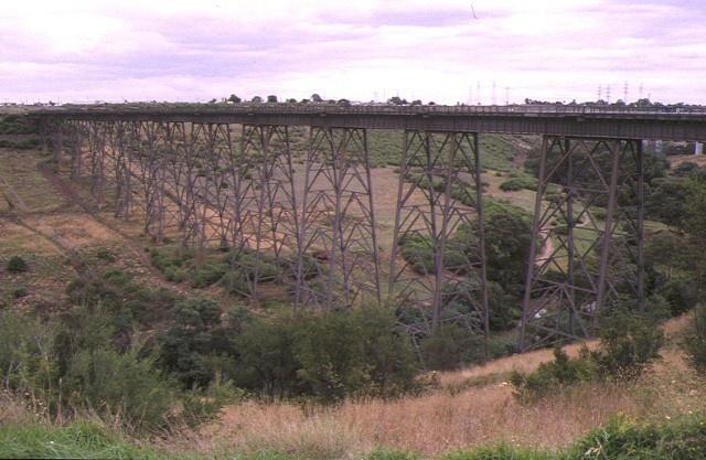 1 rail bridge albion viaduct over maribyrnong river keilor side view