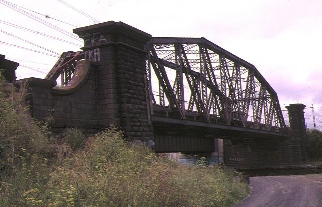 1 rail bridge over maribyrnong river footscray end view apr1996