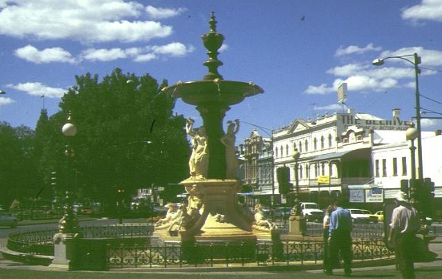 1 alexandra fountain bendigo front view mar1997