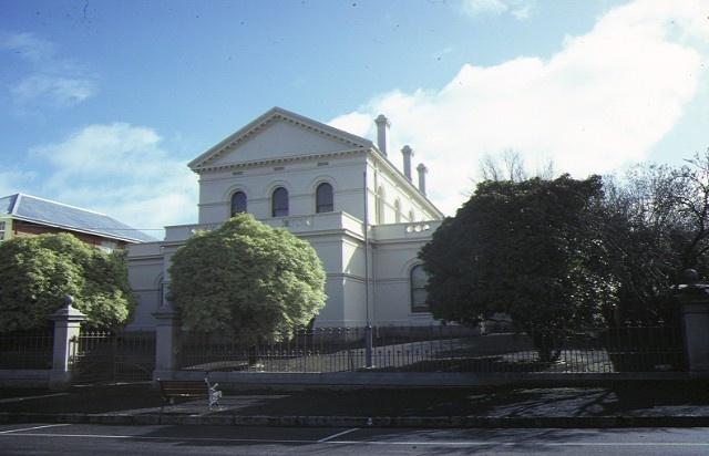 1 castlemaine court house lyttleton street castlemaine front view aug1984