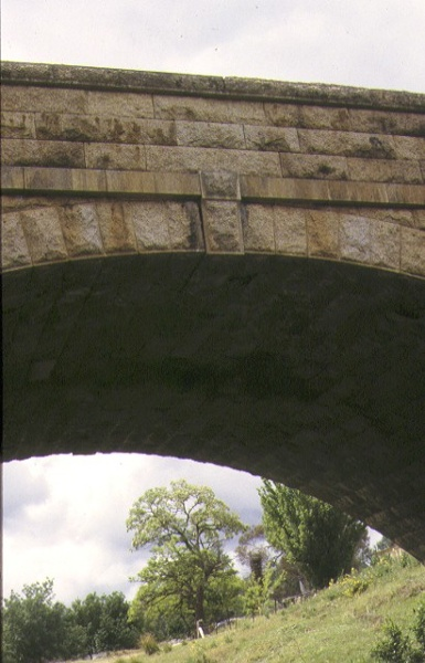 newtown bridge precinct beechworth detail of bridge arch & keystone