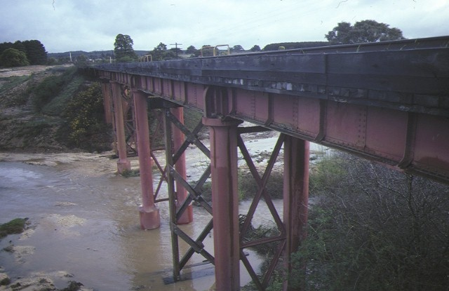 1 rail bridge creswick creek side view may1995