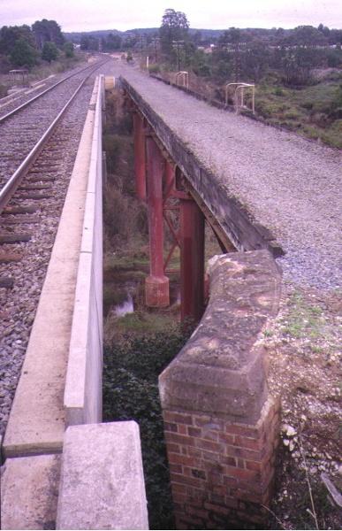 rail bridge creswick creek top view may1995