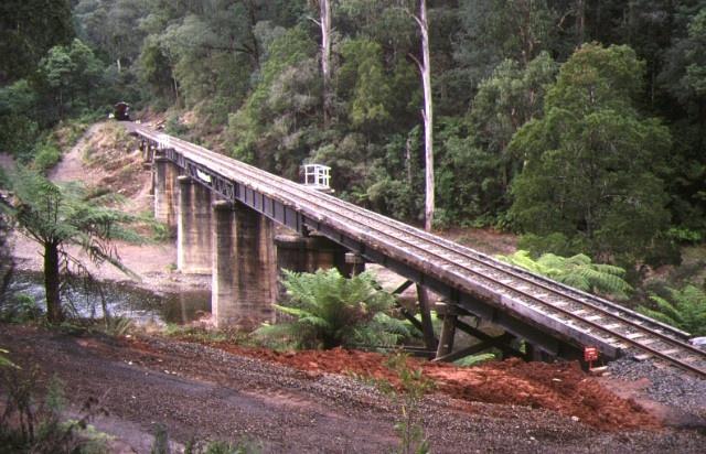 1 rail bridge thomson river walhalla end view apr1995