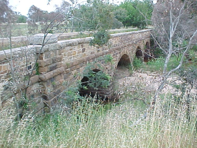 1 bridge over hughes creek avenel nov 99