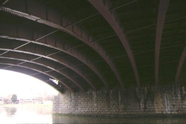 princes bridge over yarra river melbourne underside sep1998