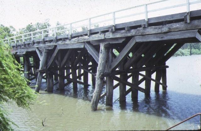 1 chinamans bridge over goulburn river nagambie side elevation dec1987