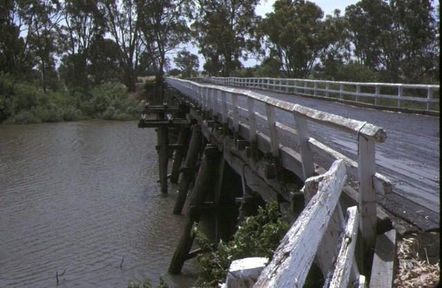 chinamans bridge over goulbourn river nagambie siding detail dec1987