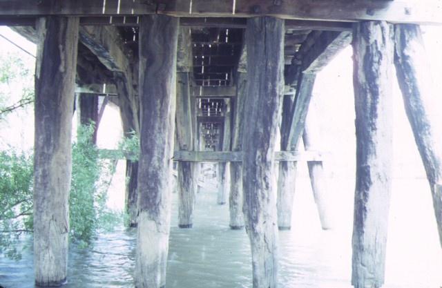 chinamans bridge over goulbourn river negambie pylons dec1987