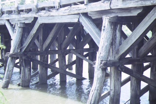 chinamans bridge over goulburn river negambie side detail dec1987
