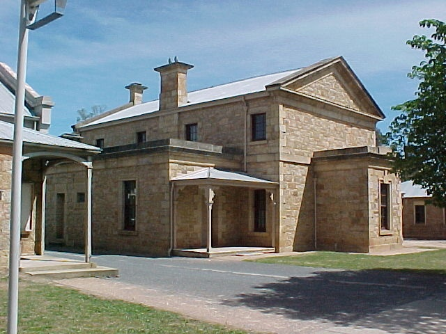 1 beechworth courthouse ford street beechworth front view nov99