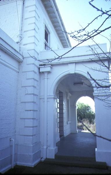 1 former supreme court now bendigo secondary college bendigo side entrance jul1984