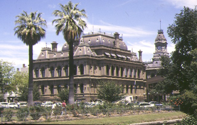 1 law courts bendigo front corner elevation 1994