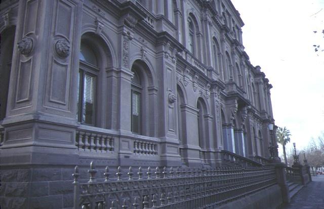 law courts bendigo facade detail jul1984