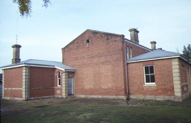dunolly court house side elevation aug1984