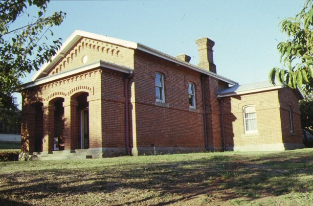 1 yackandandah court house william street yackandandah front corner view