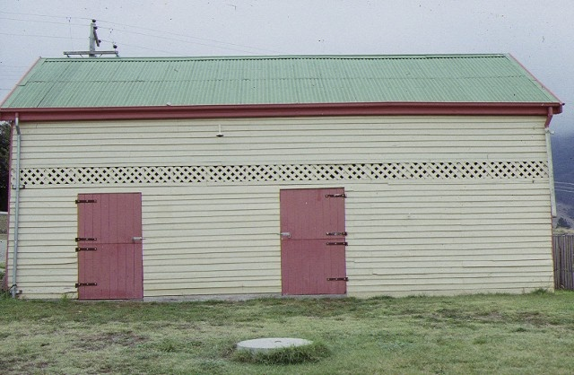 log lock up & hut omeo police stables