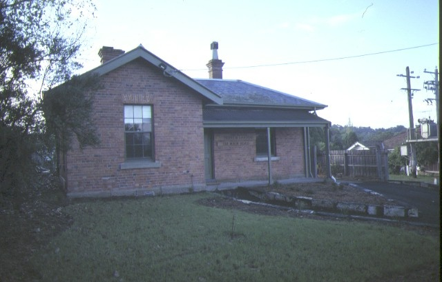 1 former police quarters main road eltham front view apr1986