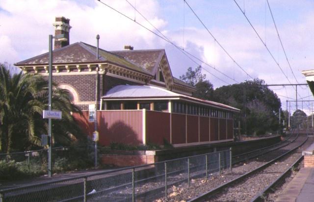 former albert park railway station complex ferrars street albert park platform side jun1998