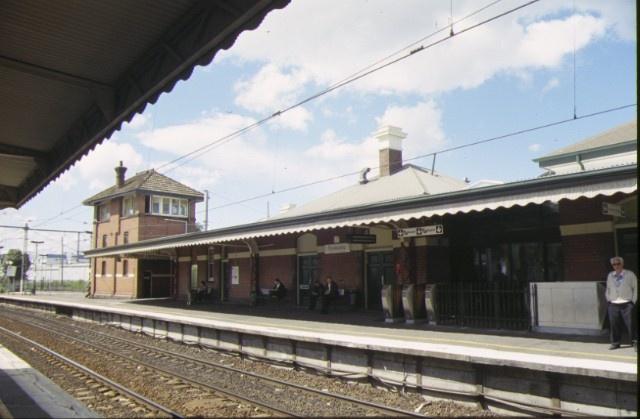 footscray railway station complex irving street footscray centre platform view sep1998