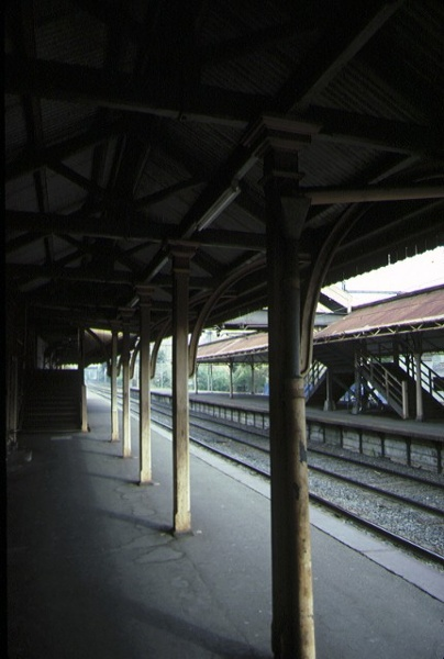 hawthorn railway station platform detail