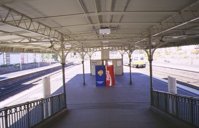 malvern railway station complex station street malvern central platform entrance apr1997