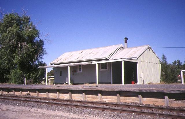 1 murrayville railway station mckenzie street murrayville platform view apr1995