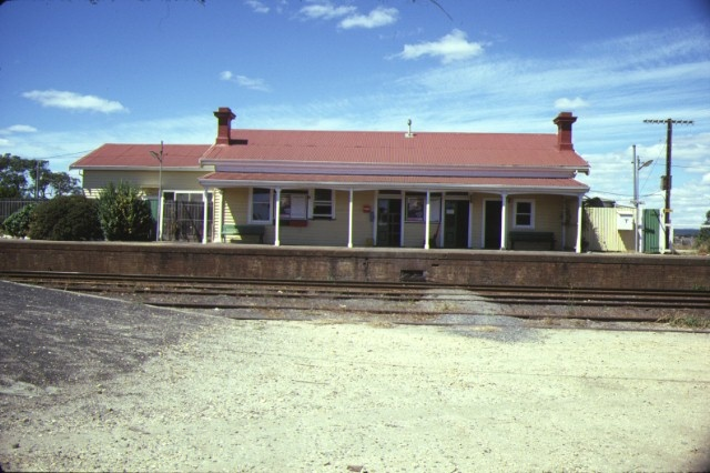 1 rosedale railway station complex willung road rosedale front view feb1985