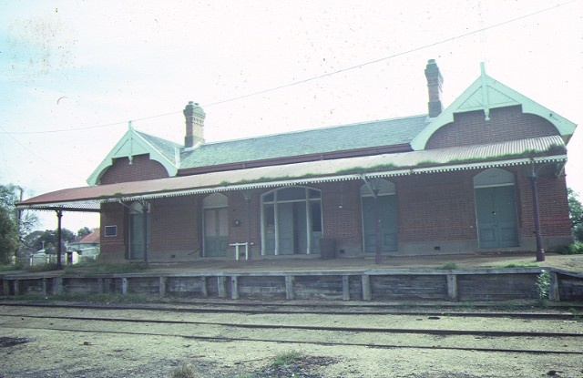 1 rupanyup railway station cromie street rupanyup trackside view jul1984
