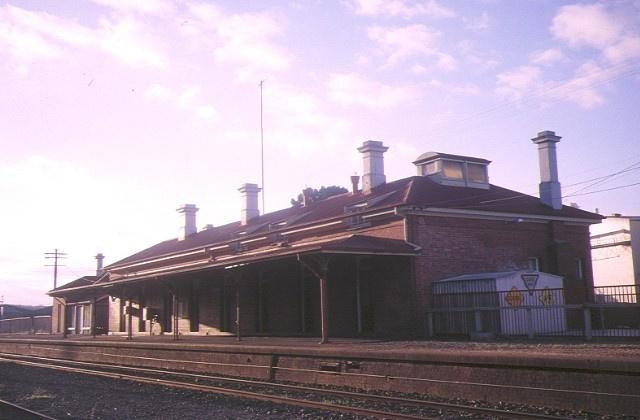 1 st arnaud railway station avenue st arnaud trackside view may1995