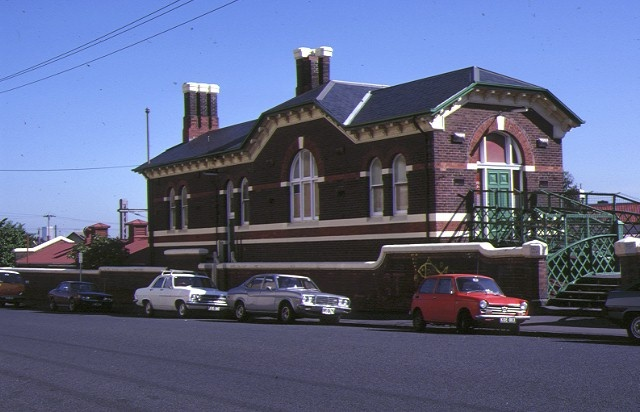 1 windsor railway station complex peel street windsor front view may1984