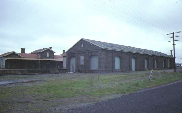 railway station goods shed & water tower station street kyneton goods shed sep1984