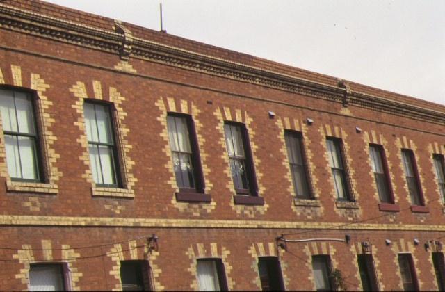 cambridge terrace drummond street carlton north facade detail dec1998