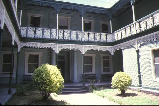 1 osborne house nicholson street fitzroy entrance view jan1978