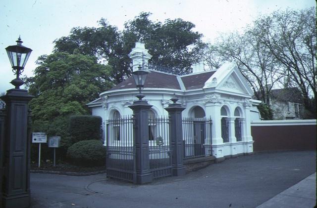 stonnington glenferrie road malvern entrance gates sep1984