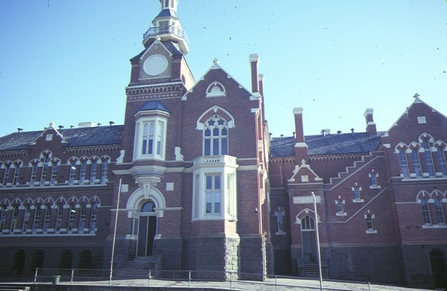 camp hill school 1976 bendigo front view