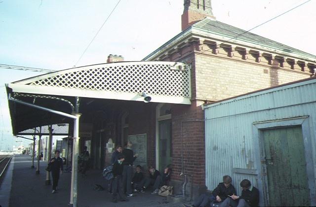 clifton hill railway station cmplex hoddle street clifton hill side view jun1984