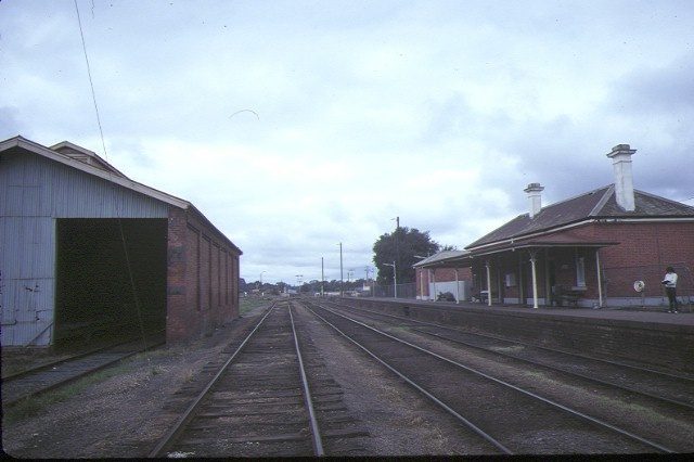 dunolly railway station track view aug1984