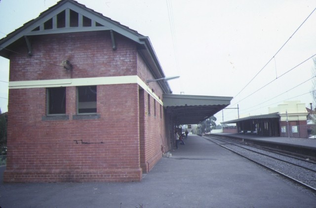 1 glenferrie railway station hawthorn station building jun1984